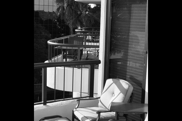 ReevesHouse_0000_balcony
