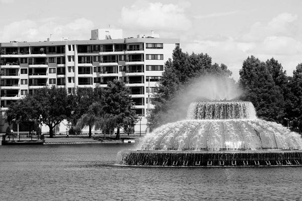 ReevesHouse_0002_eola-fountain