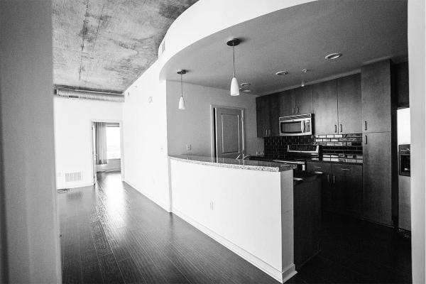 Solaire_0013_condo-kitchen2